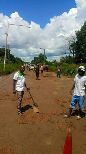 Honourable Maziwisa patching potholes in his constituency